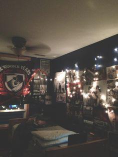 This Looks Pretty Cool Room Ideas Emo Room Grunge Room Punk Bedroom, Grunge Bedroom, Teen Room Decor, Room Ideas Bedroom, Bedroom Decor, Music Bedroom, Awesome Bedrooms, Cool Rooms, Room Goals