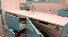 Pratique le lave linge caché dans la salle de bain !