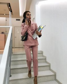 Find images and videos about phone, work and suit on We Heart It - the app to get lost in what you love. Business Outfits, Business Attire, Business Fashion, Business Women, Business Lady, Lawyer Fashion, Lawyer Outfit, Women Lawyer, Mode Ootd