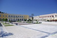 Solomos Square (Platia Solomou) at Zakynthos capital Greece, Louvre, Mansions, House Styles, Building, Travel, Greece Country, Viajes, Manor Houses
