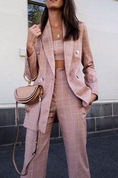 Statement Suits Perfect For Summer pink plaid suit paired with simple jewelry and pink Chloe bag Suit Fashion, Look Fashion, Fashion Outfits, Womens Fashion, Fashion Trends, Fashion Edgy, Winter Fashion, Summer Outfits, Casual Outfits