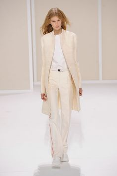 Coat with H pleats in off-white double-faced linen, cotton and silk, tank top in white cotton poplin, trousers in off-white panama silk with jasper red stripes #Hermes #HermesFemme #WomensWear #Fashion