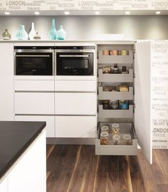 Izaks Ziekenhuis) - Lilly is Love Kitchen Organization, Kitchen Storage, Küchen Design, Interior Design, New Kitchen, Kitchen Dining, Ikea Kitchen Remodel, Stoff Design, Home Projects