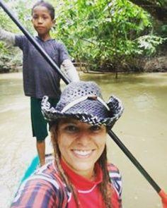 E morar na #amazonia é descobrir que um menino de 8 anos tem mais facilidade para remar que você.... #supbrasil #aventureiros #voudemochila #mosqueiro by fabinomundo