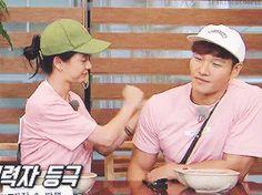 Song Ji Hyo and Kim Jong Kook, Running Man ep. 365. © on gif.
