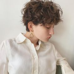Curly Pixie Hairstyles, Short Curly Haircuts, Short Hairstyles For Women, Girl Hairstyles, Curly Hair With Bangs, Curly Hair Cuts, Short Hair Cuts, Curly Hair Styles, Undercut Hair Designs