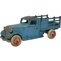 1933 Arcade Blue Ford Stake Truck with Nickel Platted Grill Antique Toys, Vintage Toys, Red Truck Decor, Baby Rattle, Toy Trucks, Tin Toys, Model Car, Tins, Ww2