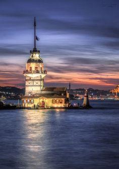 La Torre Maiden en Üsküdar, distrito de Estambul, Turquía, situado en la parte anatolia de la ciudad.