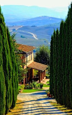 Val d'Orcia, Province of Siena, Tuscany region Italy (Toscana) Places Around The World, Oh The Places You'll Go, Places To Travel, Places To Visit, Around The Worlds, Siena Toscana, Beautiful World, Beautiful Places, Beautiful Farm