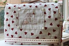 Trendy sewing machine cover with pockets arts and crafts Sewing Room Design, Sewing Room Storage, Sewing Studio, Sewing Rooms, Sewing Hacks, Sewing Tutorials, Sewing Crafts, Sewing Blouses, Sewing To Sell