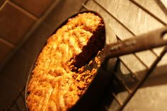 Chokolatechip cookie i gjutjärnspanna Mat, Cookies, Baking, Desserts, Food, Crack Crackers, Tailgate Desserts, Deserts, Bakken