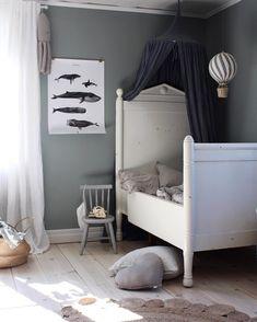 'Kētos' poster in the beautiful kids room of Emily Slotte Baby Bedroom, Kids Bedroom, Kids Rooms, Bedroom Ideas, Kids Room Design, Little Girl Rooms, Kid Spaces, Kids Decor, Decor Ideas