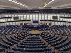 Parlamentul European de la Strasbourg, Franta. Cum se poate vizita si cand? De ce anume ai nevoie ca sa ajungi acolo? Cu ce se ocupa aceasta cladire adminsitrativa a Uniunii Europene? Detalii pe blogul madalinapintea.ro  #EuropeanParliament #France #Strasbourg #blogger Strasbourg, Basketball Court, Lifestyle, Blog, Blogging
