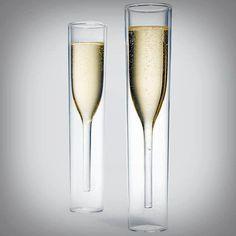 Conceito criativo para copos de champagne