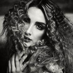 La bella @melinaramirez90 con maquillaje y peinado de @edwinbeltranmakeup y el styling de @alejandramunozg Bella, Jon Snow, Halloween Face Makeup, Instagram Posts, Photograph, Maquiagem, Hairstyle, Jhon Snow, Photography