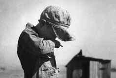 Boy in Dust Bowl : More than 500,000 families were left homeless by the Dust Bowl. (Photo Credit: Bettmann/CORBIS