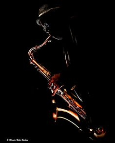 Musician Photography, Dark Photography, Black And White Photography, Saxophone Players, Street Musician, Jazz Art, Smooth Jazz, Music Images, Jazz Musicians