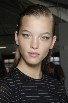 Jason Wu - ss2018See the best hair and make-up from backstage as it happens
