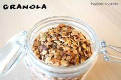 Zelf granola maken. Hoe maak je zelf granola? Breakfast At Tiffany's, Breakfast Recipes, Dessert Recipes, Desserts, Go For It, Pasta, Diy Food, Granola, Foodies