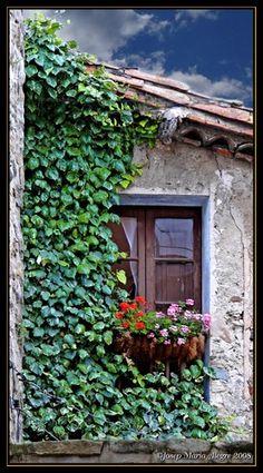La ventana Besalú  Girona  Catalonia, Poble medieval