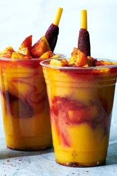Nothing like a tasty mangonada on a hot summer day! The mango smoothies—with chamoy and tajín—are a spicy yet refreshing choice. Mexican Snacks, Mexican Food Recipes, Dessert Recipes, Mexican Candy, Mexican Drinks, Desserts, Mangonada Recipe, Good Food, Yummy Food