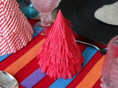 Mexican-Style Christmas Decorations and Table Setting Ideas >> http://www.diynetwork.com/decorating/mexican-style-christmas-decorations-and-tablesetting-ideas/pictures/index.html?soc=pinterest