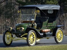 1911 Stanley Steamer. The iconic Stanley Steamers from the coffin-nose era are without doubt the 20 horsepower Model H Gentleman's Speedy Roadster and the 30 horsepower Model K Semi-Racer. During the period, however, the Stanley Motor Carriage Company's bread-and-butter line was comprised mostly of 10 horsepower cars, including the long-running Model E variations from 1905-1909 and the 60 series built from 1910 to 1914.