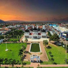 Mesjid Raya Baiturrahman Banda Aceh, Thousand Islands, Beautiful Mosques, Bali, Dolores Park, Beautiful Pictures, Tours, Mansions, Country
