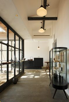 Simplicity i love thisso cool retail интерьер, ювелирный магазин, сал Interior Architecture, Interior And Exterior, Interior Design, Cool Retail, Cafe Shop, Cafe Restaurant, Shops, Retail Design, Store Design