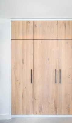 Bedroom Built In Wardrobe, Wooden Wardrobe, Bedroom Closet Design, Wardrobe Doors, Wardrobe Design, Home Room Design, Closet Doors, Home Bedroom, Home Interior Design