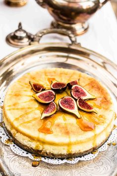 Lemon Vanilla Cheesecake with Fresh Figs and Honey #cheesecake #cake #food #recipes #deserts #sweets