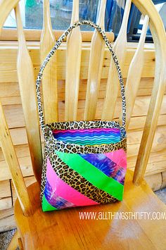 Duct Tape Purse - tutorial!  My 12 year old daughter will absolutely love this ~ maybe I can talk her into making me one too!