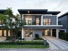 Beautiful Minimalist Architecture House in a Sloped Lot - Top House Designs Modern Villa Design, Modern Exterior House Designs, Modern Architecture House, Dream House Exterior, Exterior Design, Minimalist Architecture, Modern Houses, Modern Buildings, Two Story House Design
