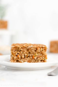 Learn how to make this healthy oatmeal snack cake from scratch! It's so easy and has just 97 calories! Even with no refined flour or sugar. Healthy Snacks For Diabetics, Healthy Foods To Eat, Healthy Treats, Healthy Baking, Healthy Desserts, Breakfast Snacks, Breakfast For Kids, Breakfast Recipes, 21 Day Fix