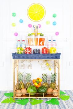 6 Trendy Summer Cocktail Bar Ideas for Your Next Get-Together This DIY Champagne cocktail bar is screaming fruit punch-infused summer fun. Sangria Bar, Summer Sangria, Summer Cocktails, Bubbly Bar, Bar Cart Styling, Party Scene, Champagne Cocktail, Summer Fun, Party Summer