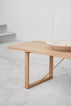The BM67 Coffee Table all reflects Børge Mogensen's conviction that simple, unadorned designs set the stage for the beauty that lies in the materials. In this case, wood and brass. And that the ordinary can be made extraordinary #fredericiafurniture #BM67 #børgemogensen #interiordesign #danishdesign #scandinaviandesign #livingroomdecor #craftedtolast #modernoriginals #coffeetable #coffeetables Hotel Lobby, Danish Design, Scandinavian Design, The Ordinary, Living Room Decor, Dining Table, Lounge, Interior Design, The Originals