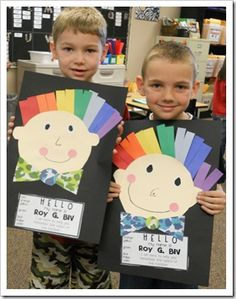 Weather Study for Kindergarten: Rainbow colors: ROY G. BIV Colors of the rainbow.great activity/craft to include with weather study. Kindergarten Art Lessons, Art Lessons Elementary, Kindergarten Classroom, Weather Kindergarten, Kindergarten Colors, Color Unit, Color Secundario, Weather Activities, Art Activities