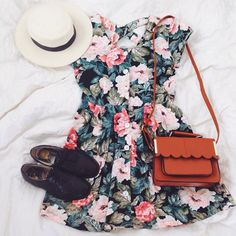 I just really really love this outfit with the black oxfords the floral dress leather bag and white hat.... <3