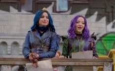 Evie and Mal are back and they are cooler then eveeer! Descendants Characters, Disney Channel Movies, Disney Channel Descendants, Disney Descendants 3, Descendants Cast, Disney Films, Disney Magical World, Henry Danger, Cheyenne Jackson