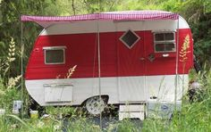 "cute vintage shasta style trailer. links back to a blog post about ""Sisters on the Fly"" - a group of women from around the U.S. who own and restore vintage camping trailers."