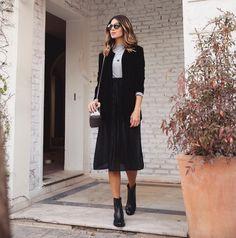 """2,081 curtidas, 31 comentários - Anna Fasano ( annarfasano) no Instagram   """"Look mais minha cara impossível blazer de veludo + saia plissada, um caso  de amor ... fac4137bfc"""