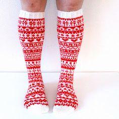 Taimitarha: Joulukalenterisukat 2015 -ohje kokoon 38/39 Knitting Videos, Knitting Charts, Loom Knitting, Knitting Socks, Knitting Patterns, Wool Socks, Knit Mittens, Knit Art, Leg Warmers