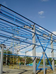 Diseño y Construcción de Estructuras Metálicas para Hangares, Bodegas, Naves Industriales y Grandes Superficies en México y Colombia. Steel Trusses, Roof Trusses, Shed Design, Roof Design, Pre Engineered Buildings, Industrial Sheds, Building Foundation, Steel Structure Buildings, Brick Masonry