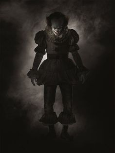 We've already gotten a close-up of Pennywise the Clown from the new film version of Stephen King's It (out Sept. but here we step back for a fuller view of the creature that likes to take the form of a leering, sinister clown. It Pennywise, Pennywise The Dancing Clown, Penny Wise Clown, Scary Movies, Hd Movies, Horror Movies, Movie Film, Movies Online, Horror Music