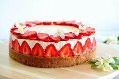 Jahodový dort s vanilkou/Strawberry and vanilla cake Plant Sale, Vanilla Cake, Cheesecake, Strawberry, Desserts, Recipes, Food, Tailgate Desserts, Deserts