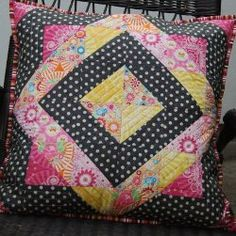 On Point Frames #quilted #pillow #tutorial by Lynne from Lily's Quilts