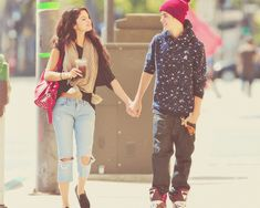 Justin and Selena BACK TOGETHER- just kidding they broke up again