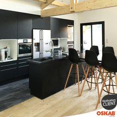 Damien M. a choisi Oskab ! Découvrez sa cuisine noire et bois chic et design ouverte avec ilot GINKO et retrouvez plus d'inspiration et de photos de l'agencement de ses meubles ici : www.oskab.com Pour vous aider dans l'aménagement de votre pièce, télécharger gratuitement le logiciel cuisine 3D gratuit Oskab. http://www.oskab.com/content/113-telecharger-logiciel-cuisine-3d-gratuit