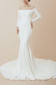 Plain Wedding Dress, Crepe Wedding Dress, How To Dress For A Wedding, Elegant Wedding Gowns, Wedding Dress Sleeves, Long Sleeve Wedding, Dresses With Sleeves, Turtleneck Wedding Dress, Nice Dresses