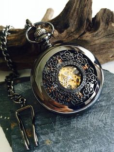https://www.pocketwatchkeepsakes.ca/collections/mechanical-pocket-watch/products/personalized-mechanical-pocket-watch-steampunk-mens-pocket-watch-engravable-groomsmen-gifts-vm003